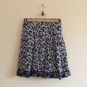 Solitaire Flowy patterned skirt